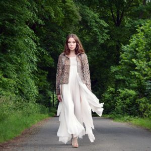 Summer meets Winter - Seidenchiffonkleid mit Sommerpersianerjacke